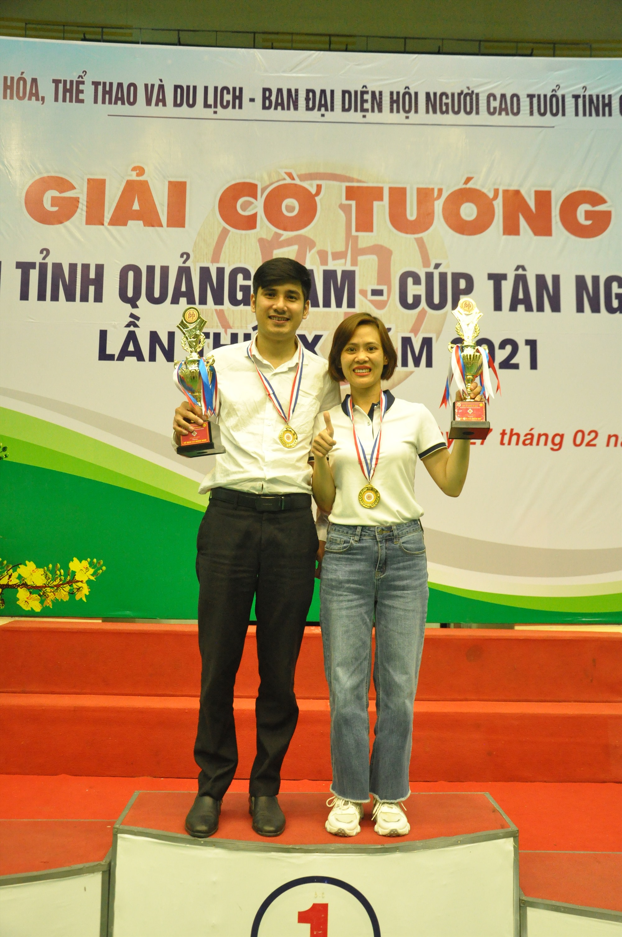 Hai nhà vô địch Trần Hữu Thạnh và Đinh Thị Kim Hằng. Ảnh: T.V