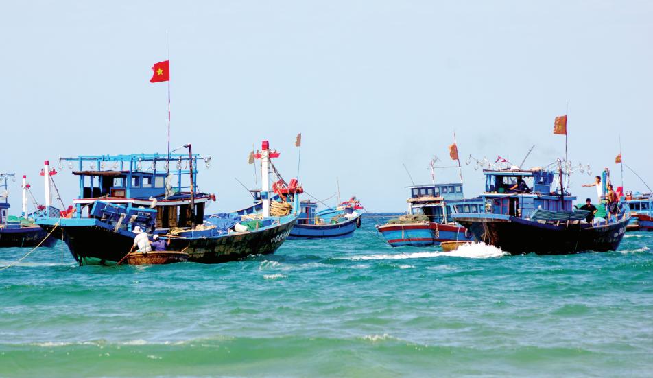 Ngư dân Núi Thành chuẩn bị vươn khơi với nhiều kỳ vọng trong mùa biển mới. Ảnh: PHƯƠNG THẢO