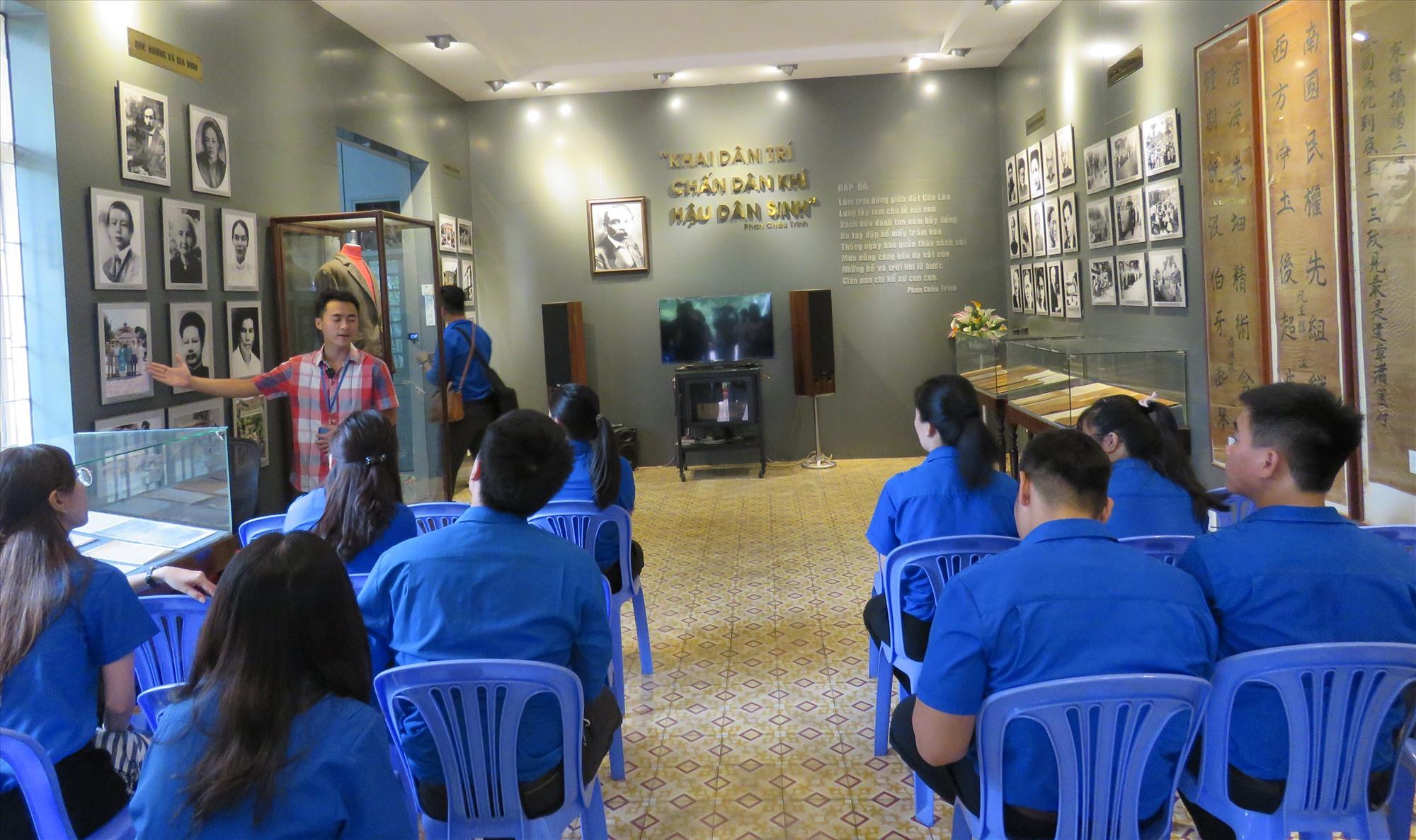 Bên trong Khu lưu niệm cụ Phan Châu Trinh.