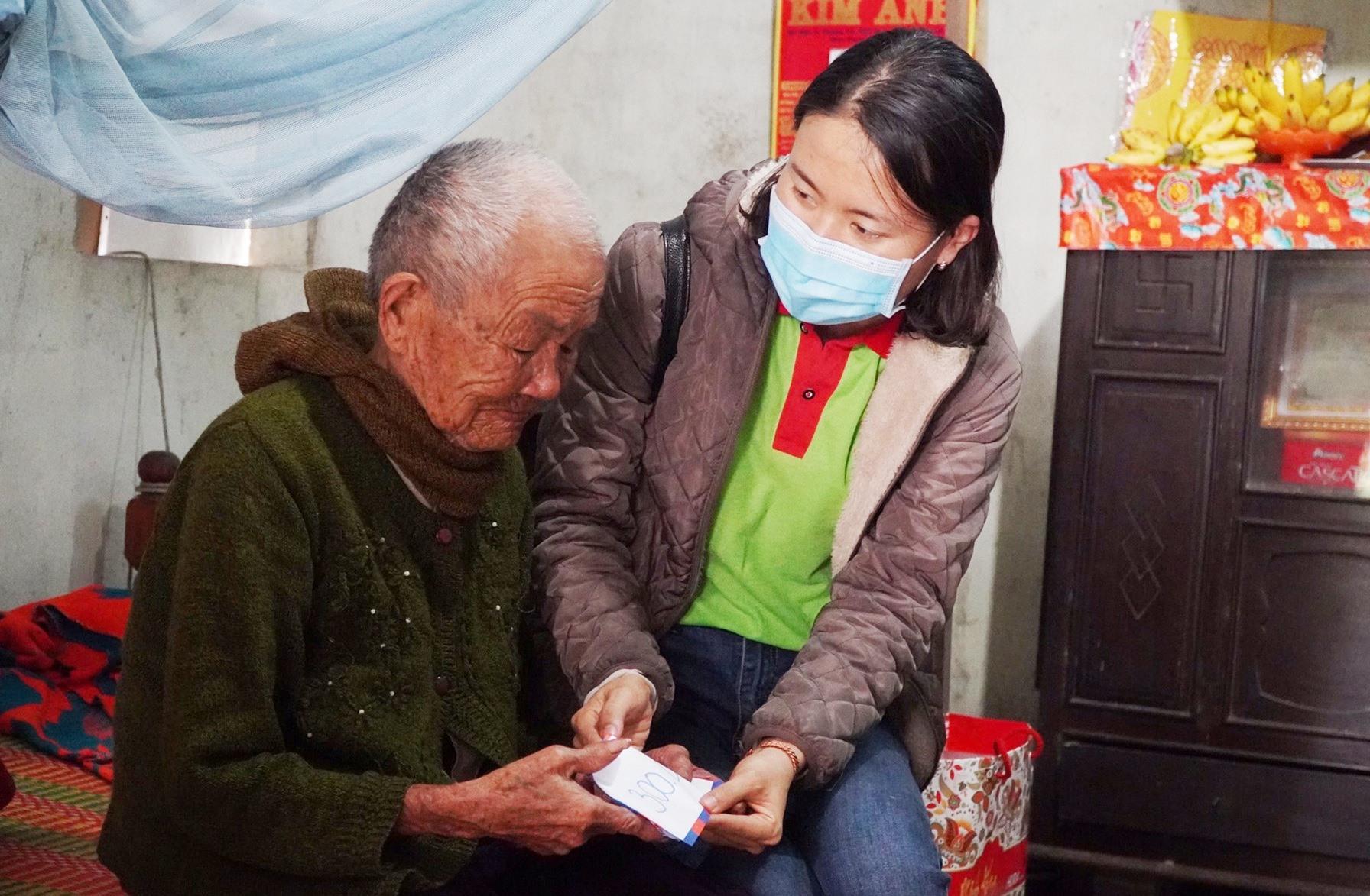CLB Nhân ái TP.Đà Nẵng trao quà tết cho hoàn cảnh khó khăn tại thị xã Điện Bàn