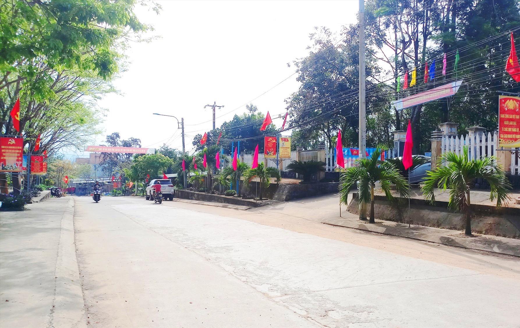 Hệ thống đường giao thông trên địa bàn xã Tiên Hà được đầu tư xây dựng khang trang, sạch đẹp.