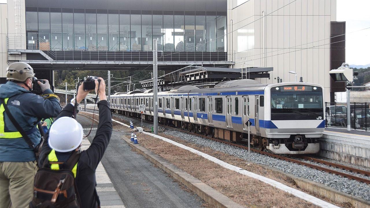 Đoàn tàu Sanriku ở Iwate hoạt động trở lại sau ba năm thảm họa kép được xem là biểu tượng cho sự phục hồi của khu vực. Ảnh: Nippon