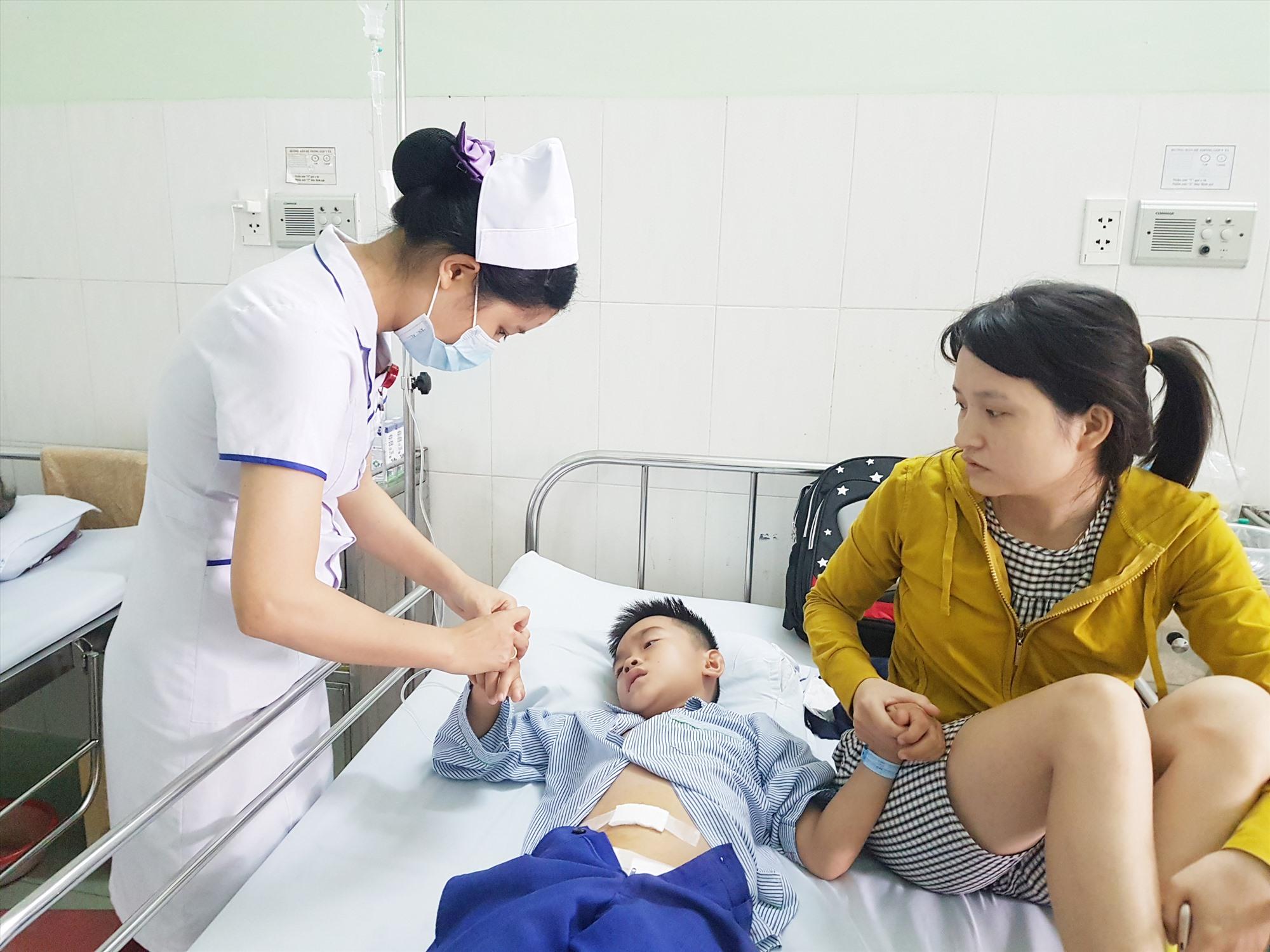 Nhân lực cho các chuyên khoa sâu đang là vấn đề khó khăn với ngành y tế Quảng Nam. Ảnh: L.D