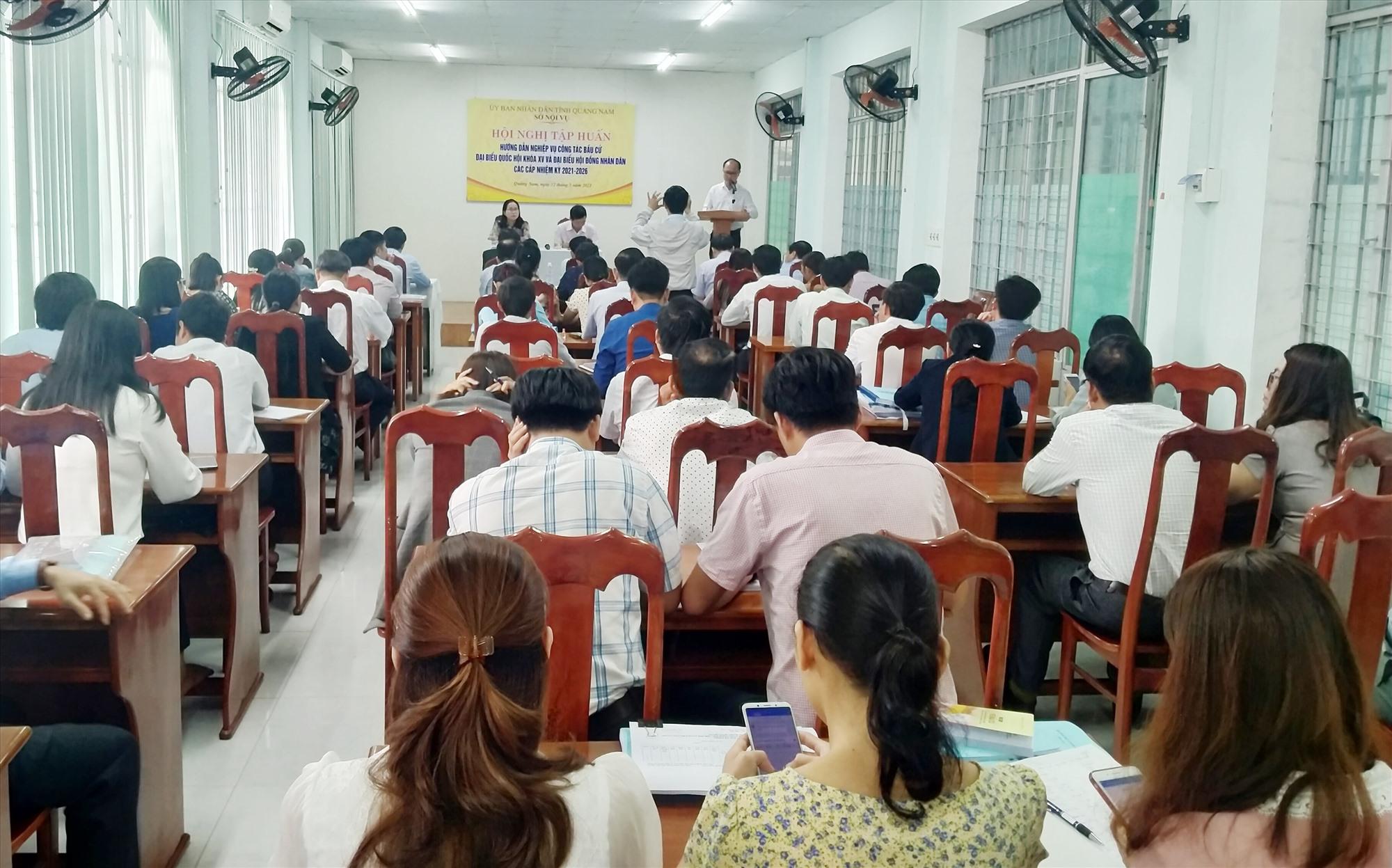 Quang cảnh hội nghị tập huấn nghiệp vụ bầu cử sáng nay 12.3. Ảnh: N.Đ