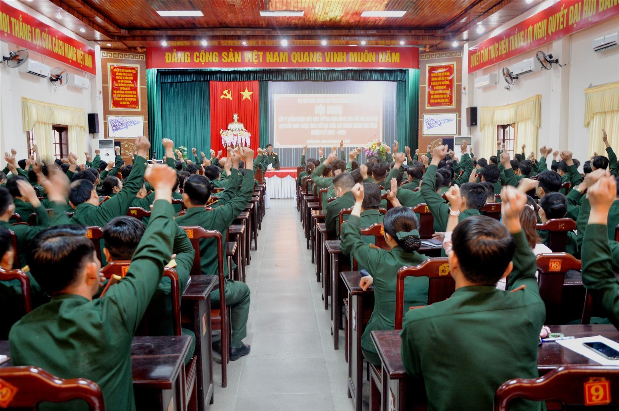 Hội nghị tiến hành biểu quyết giới thiệu người ứng cử đại biểu HĐND tỉnh, nhiệm kỳ 2021-2026.