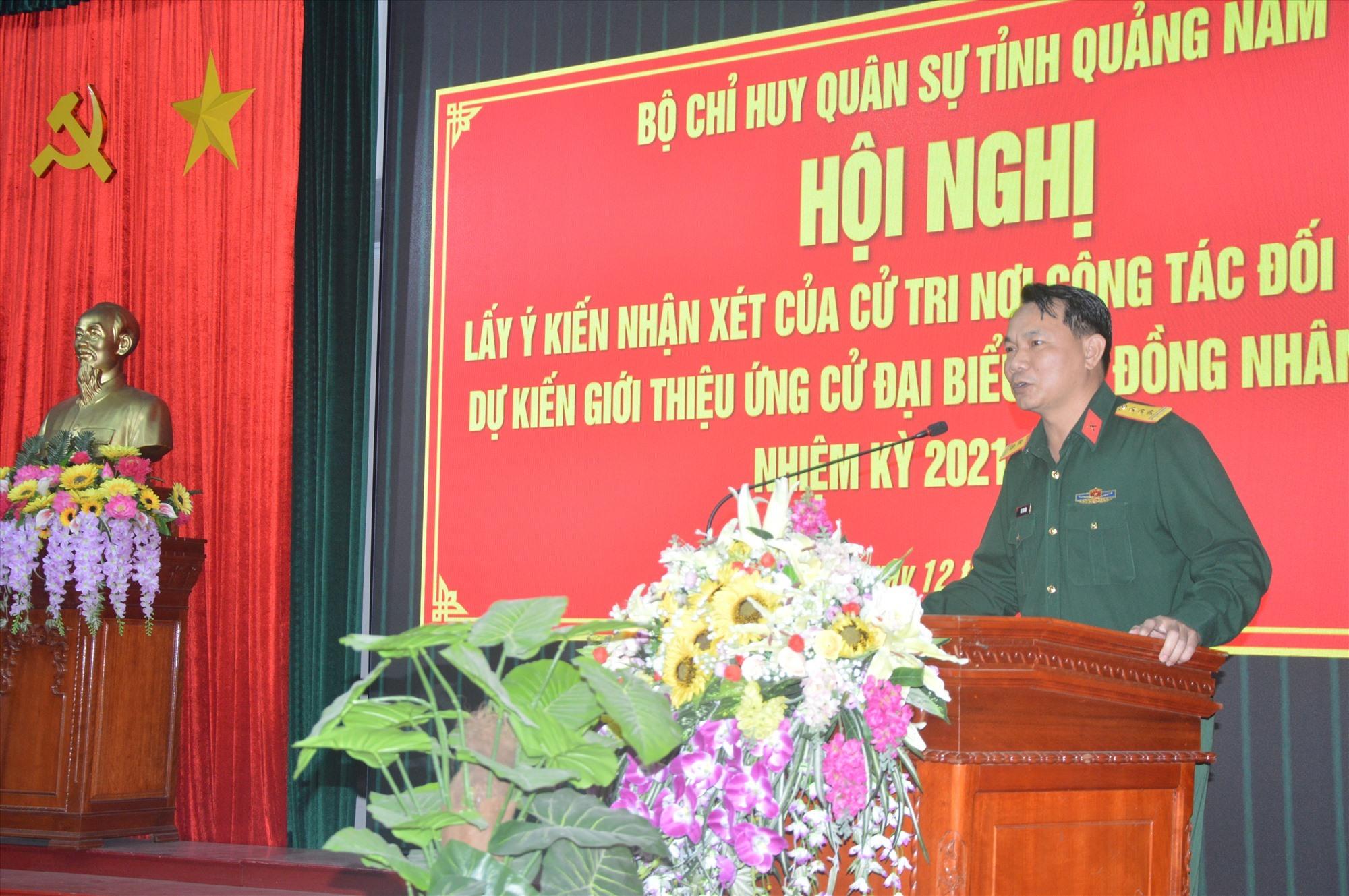 Thượng tá Mai Kim Bình, Chính ủy Bộ CHQS tỉnh phát biểu tại hội nghị.