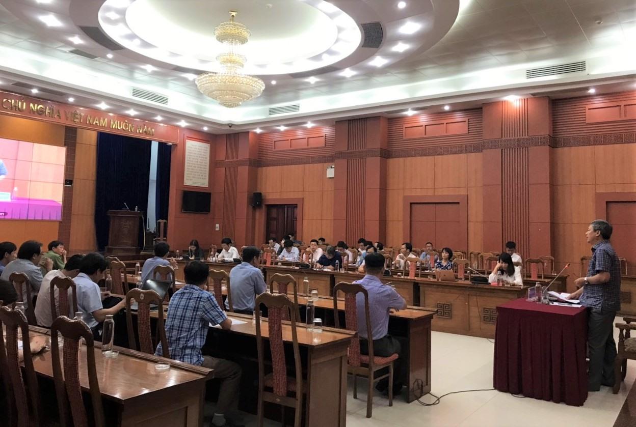 Phó Chủ tịch UBND tỉnh Hồ Quang Bửu phát biểu tại hội nghị. Ảnh: V.A