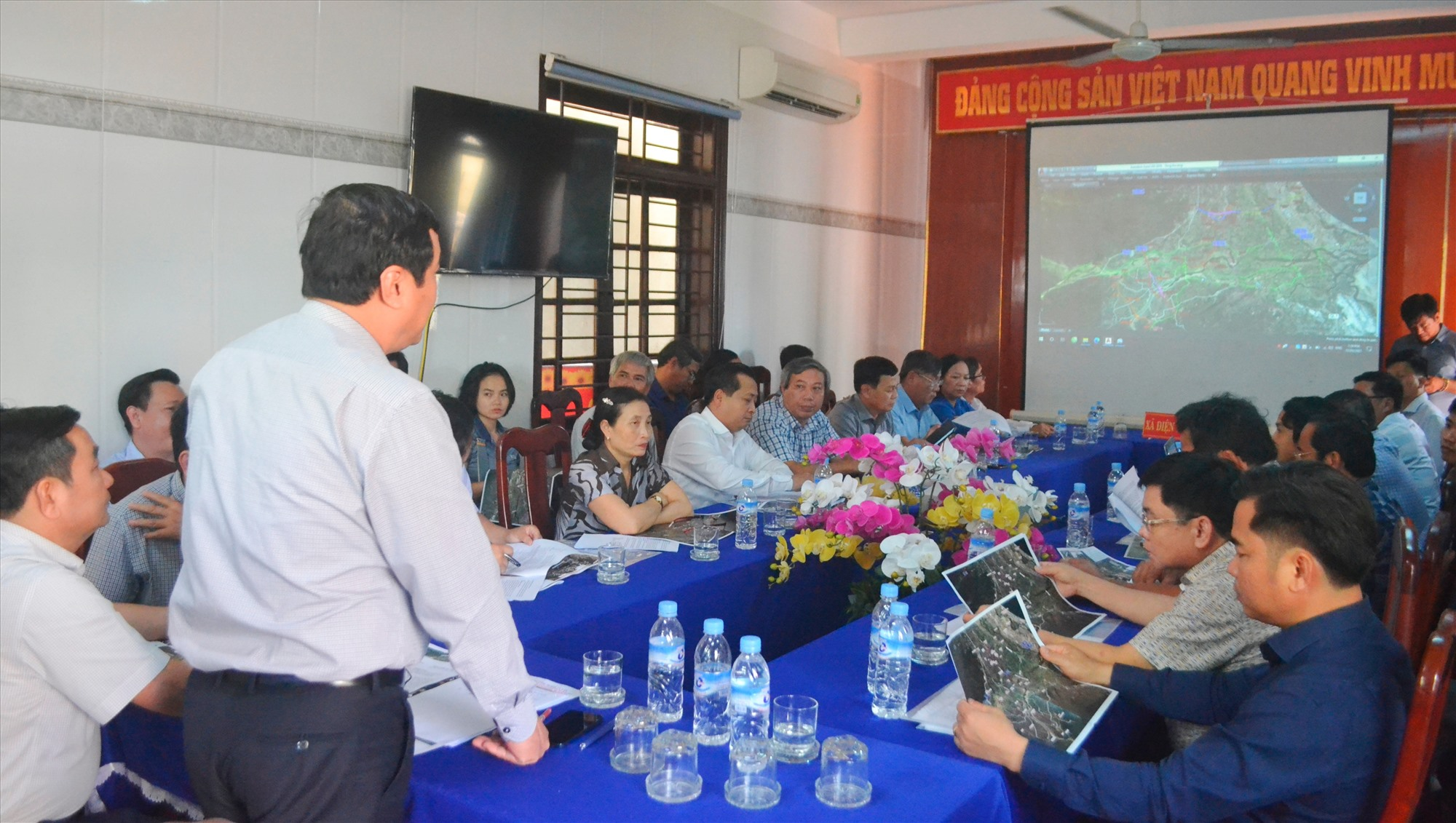 Cuộc họp diễn ra tại xã Điện Tiến (Điện Bàn). Ảnh: CT