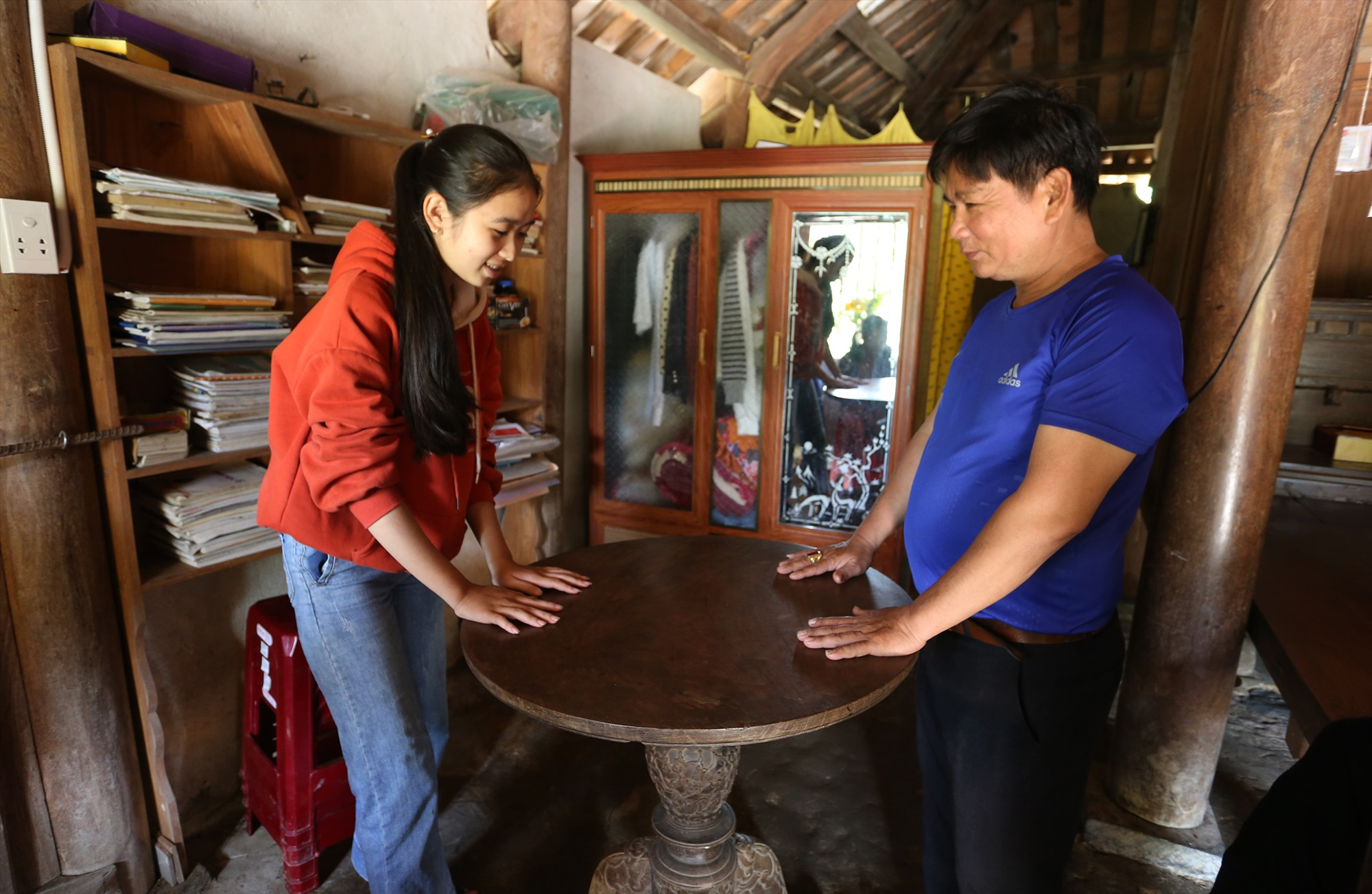 """Loc Yen also preserves a """"treasure"""", a mysterious self-rotating table made by artisans from Van Ha carpentry village."""