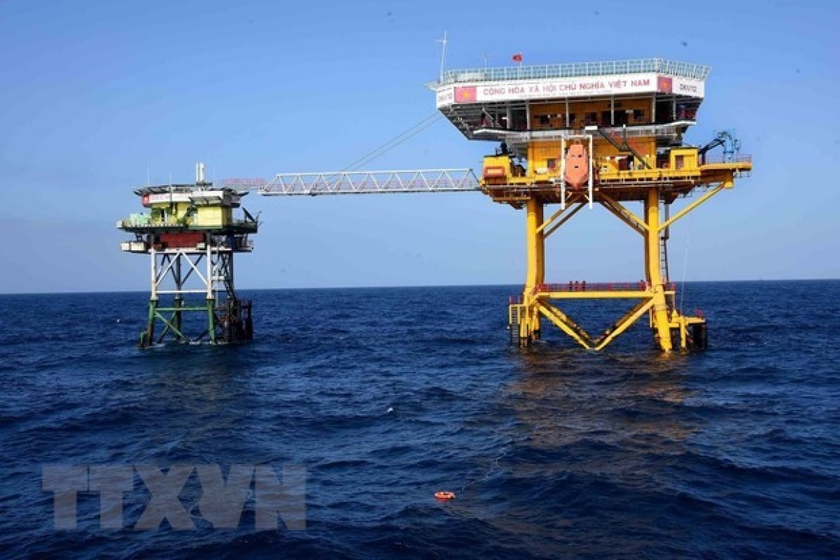 Platform DK1/12 on the southern continental shelf of Vietnam. DK1 platforms are the country's offshore economic, scientific, and technical service stations (Photo: VNA)