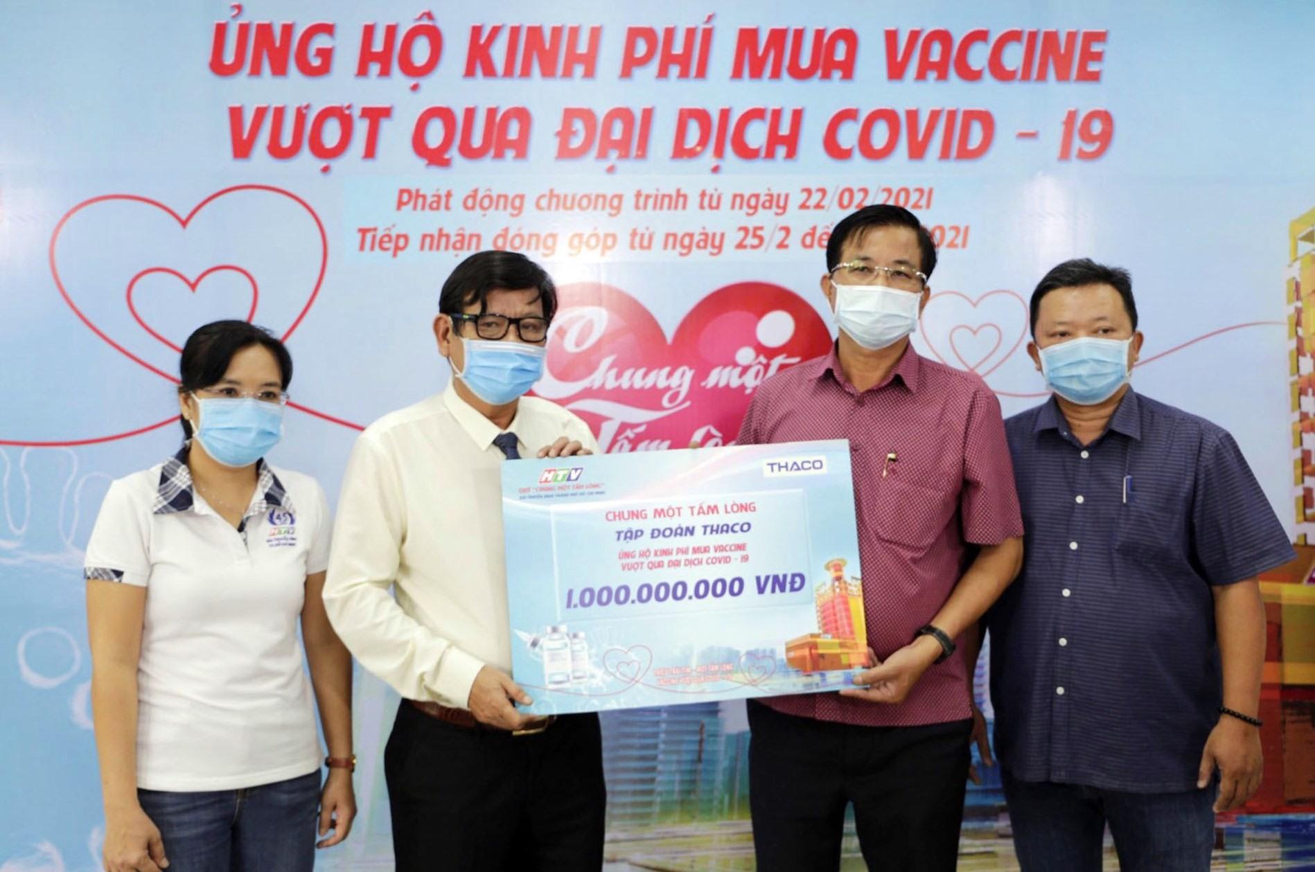"""Thaco ủng hộ Quỹ """"Chung một tấm lòng"""" 1 tỷ đồng."""