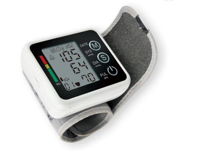 Những người trên 50 tuổi nên lụa chọn máy đo huyết áp điện tử bắp tay - Ảnh Internet.