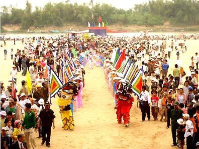 Lễ rước nước trong Lệ Bà Thu Bồn.
