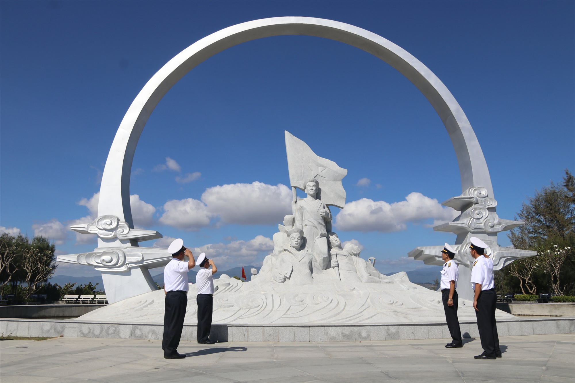 Khu tưởng niệm chiến sĩ Gạc Ma. Ảnh: TƯỜNG MINH