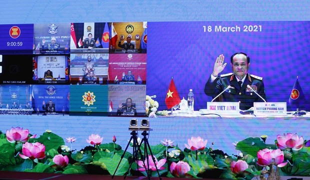 Deputy Chief of the General Staff of the Vietnam People's Army, Sen. Lieut. Gen. Nguyen Phuong Nam (R) attends the 18th ASEAN Chiefs of Defence Forces' Meeting (Photo: VNA)