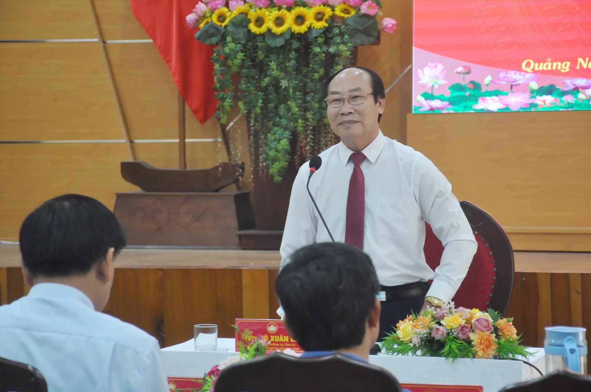 Chủ tịch Ủy ban MTTQ Việt Nam Võ Xuân Ca - Phó Chủ tịch UBBC tỉnh giải đáp các vấn đề được Ban Thường trực Ủy ban MTTQ Việt Nam xã nêu ra tại hội nghị tập huấn. Ảnh: N.Đ