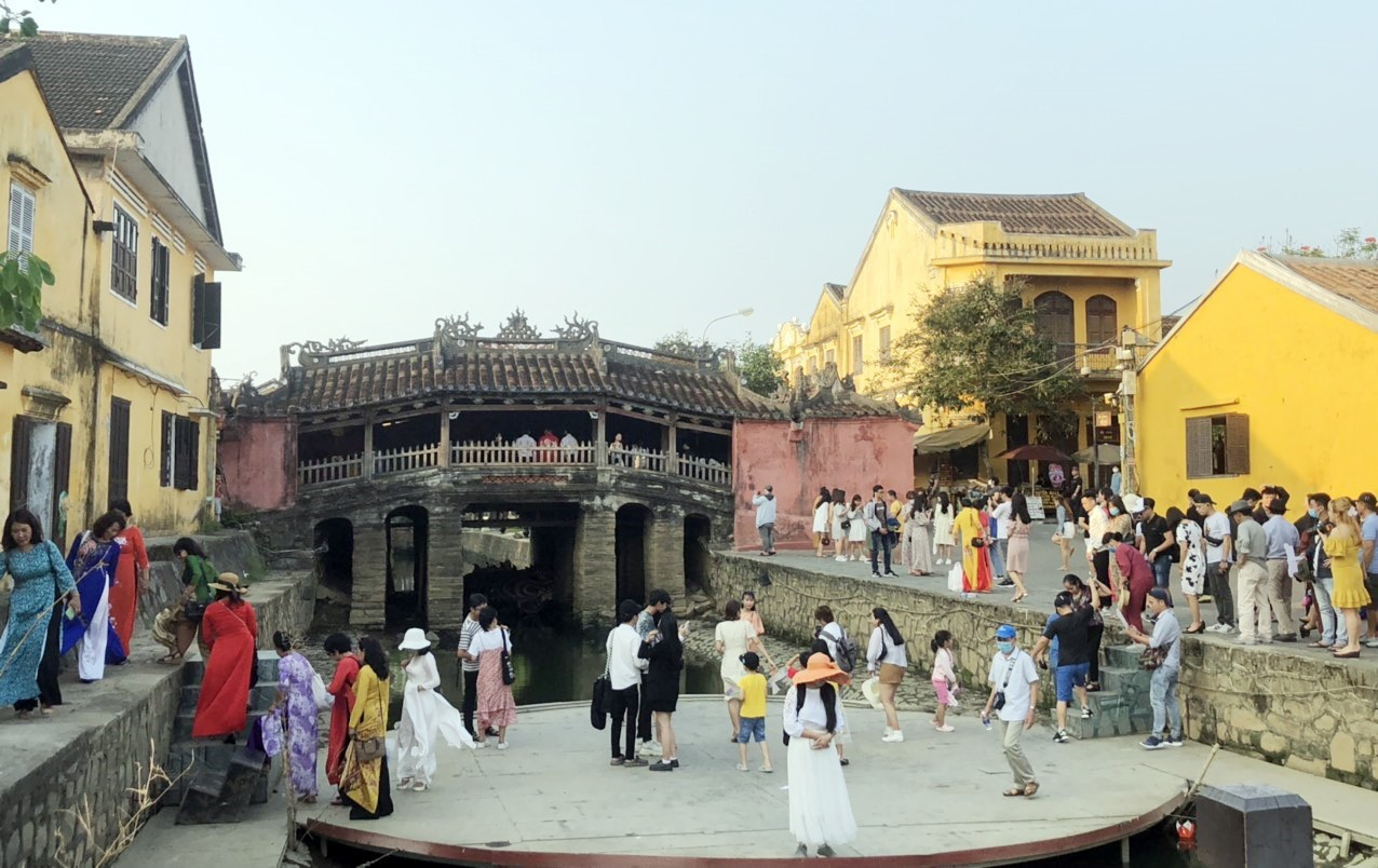 Visitors at Japanese Bridge