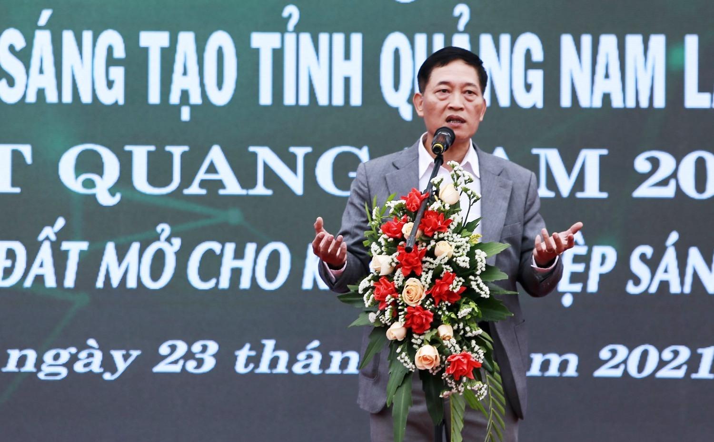 Thứ trưởng Bộ KH-CN Trần Văn Tùng chia sẻ với cộng đồng khởi nghiệp tại lễ khai mạc. Ảnh: C.V