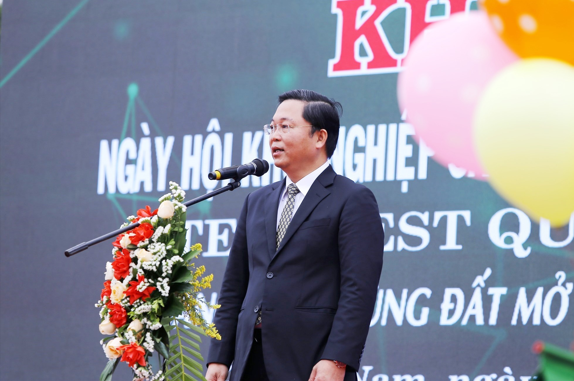 Chairman Thanh gives the speech at the festival