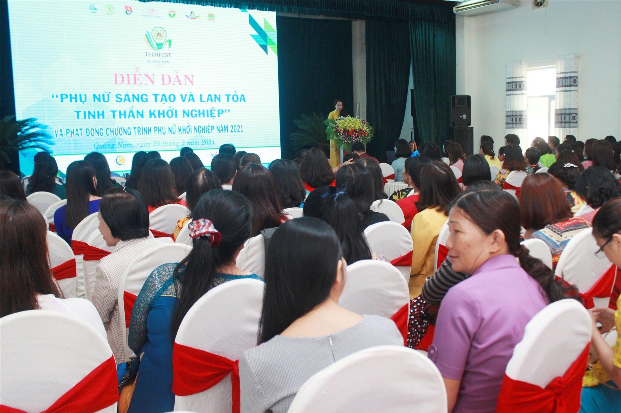 Trước đó, diễn đàn phụ nữ sáng tạo và lan tỏa tinh thần khởi nghiệp cũng đã được khai mạc, thu hút sự tham gia của gần 200 đại biểu. Ảnh: C.V
