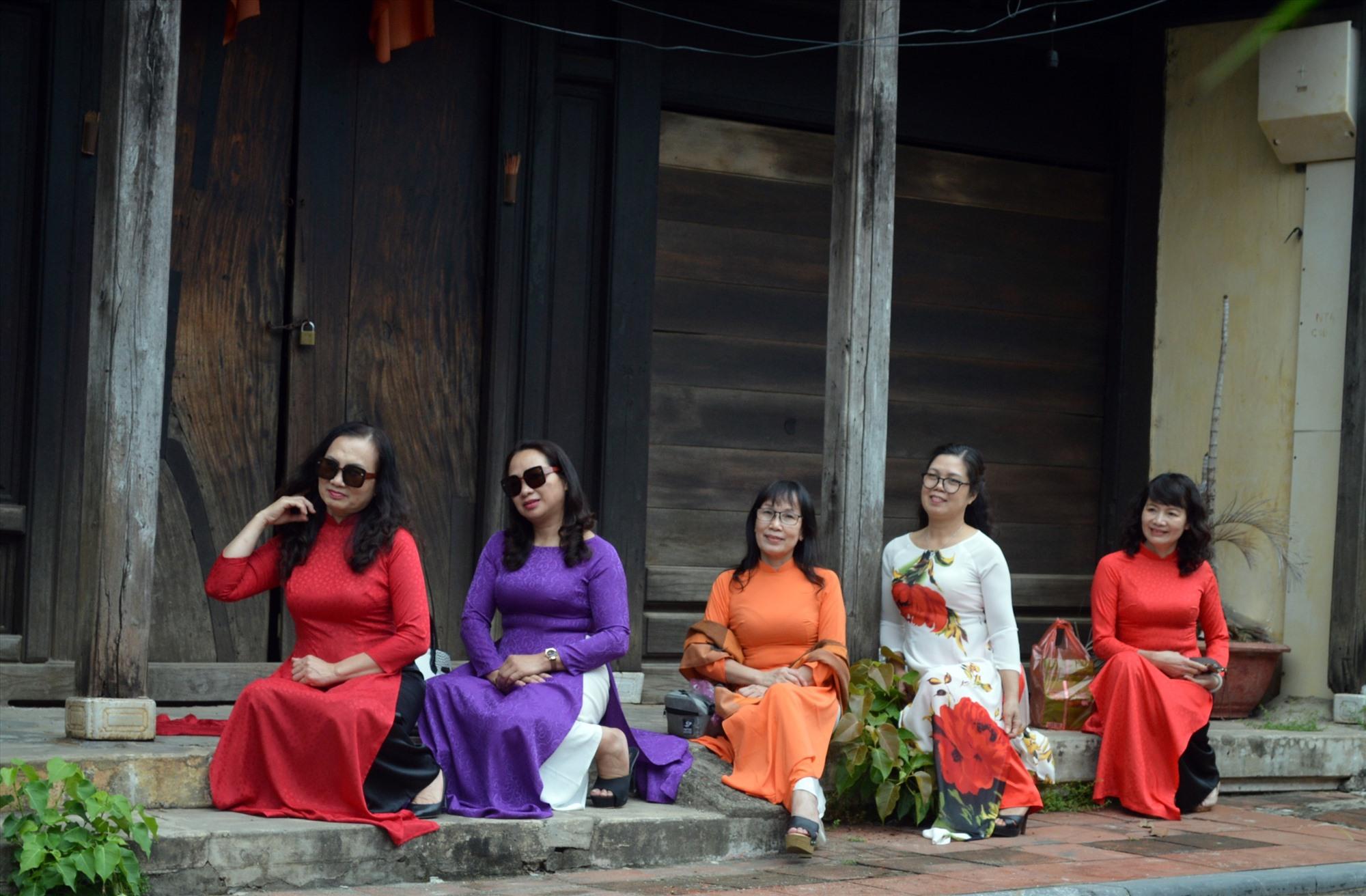 Hội An sẽ tăng cường truyền thông để du khách ăn mặc đúng mực khi tham quan phố cổ