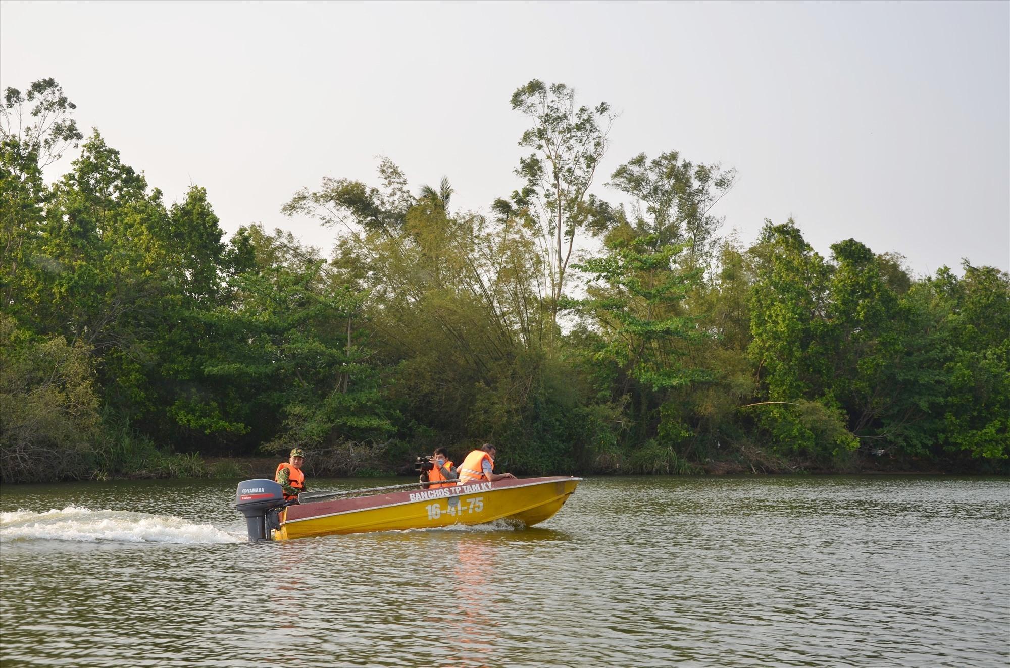 Dòng sông Tam Kỳ với con nước tĩnh. Ảnh: H.P