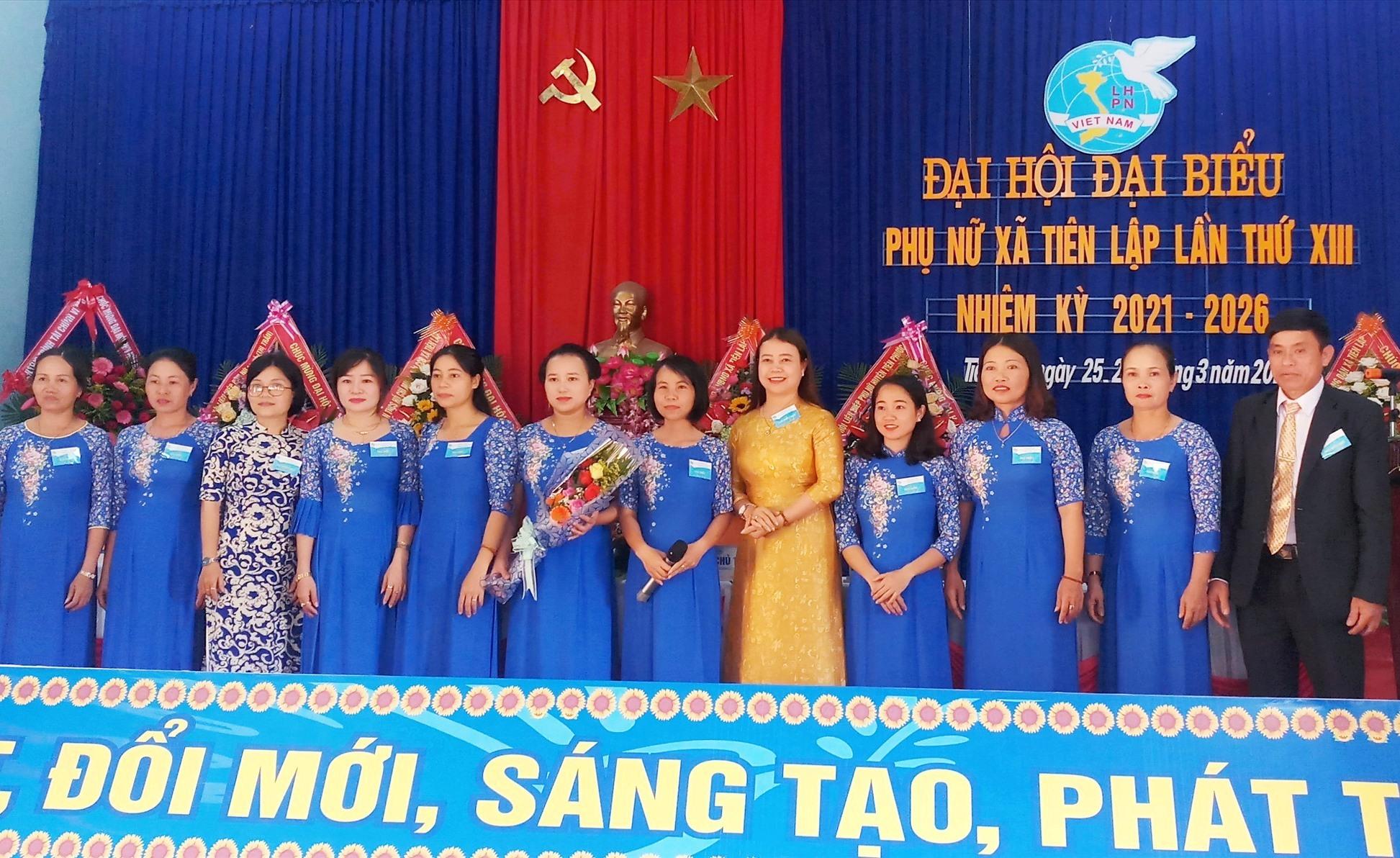 Ra mắt Ban chấp hành Hội LHPN xã Tiên Lập khóa mới.
