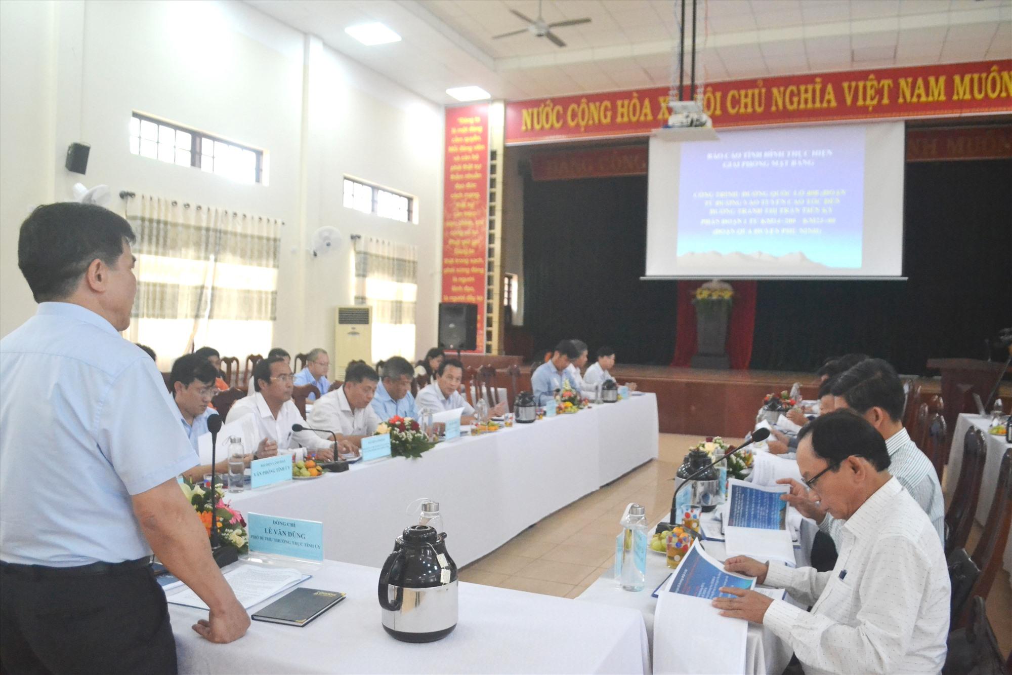 Đồng chí Lê Văn Dũng đề nghị huyện Phú Ninh hoàn thành GPMB theo thời hạn đã cam kết. Ảnh: CT