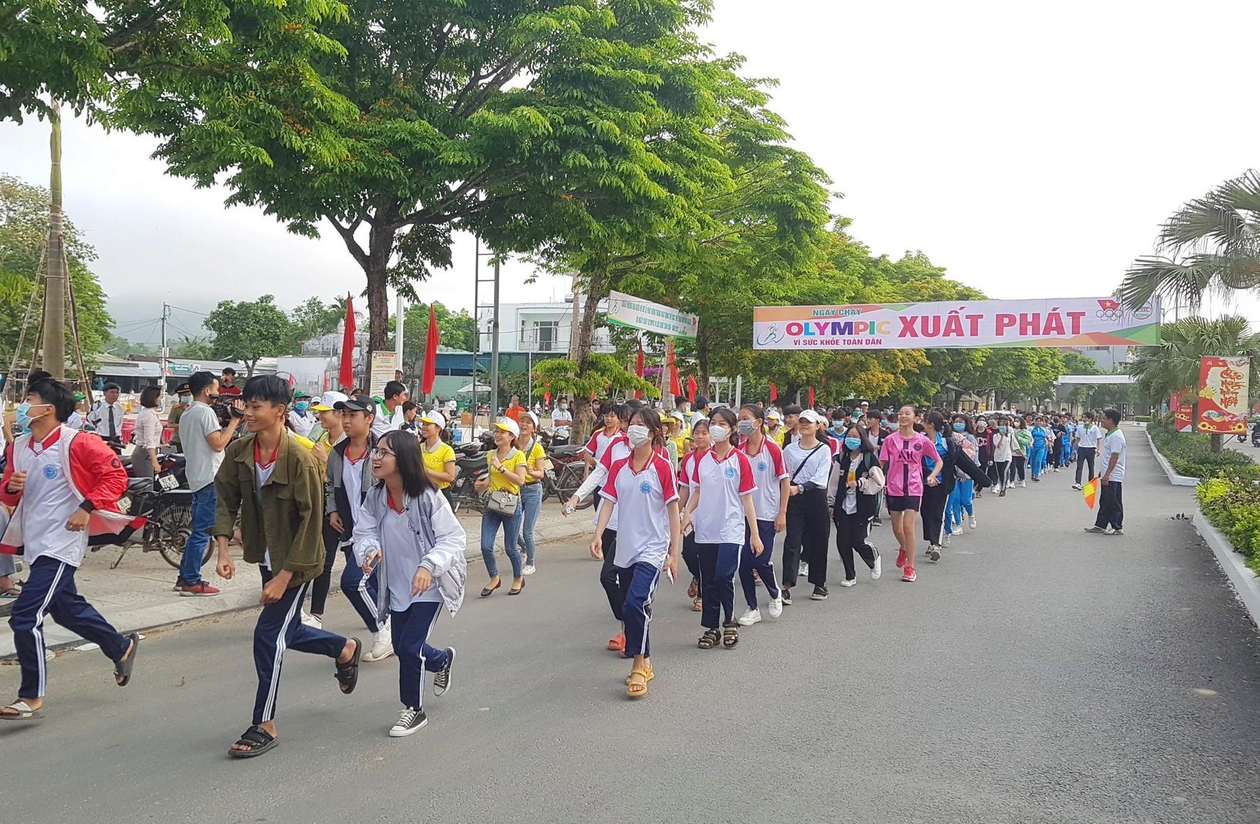 Lực lượng học sinh chạy trong ngày hội. Ảnh: D.L