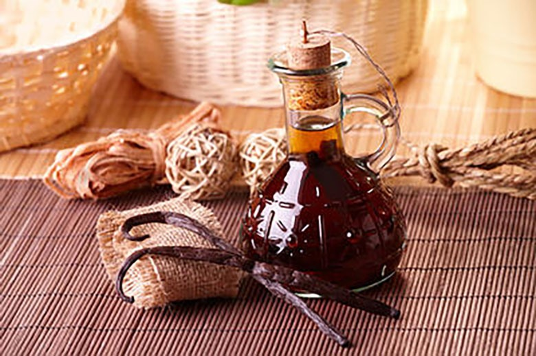 Chiết xuất vani là một biện pháp chữa trị trong gia đình phổ biến. Nó giúp làm dịu cơn đau. Nhúng một miếng bông vào chiết xuất vani và đắp lên vùng bị đau.