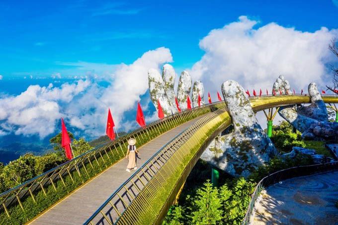 Cầu Vàng - nơi thu hút du khách hàng đầu khi đến Đà Nẵng. Ảnh: V.S