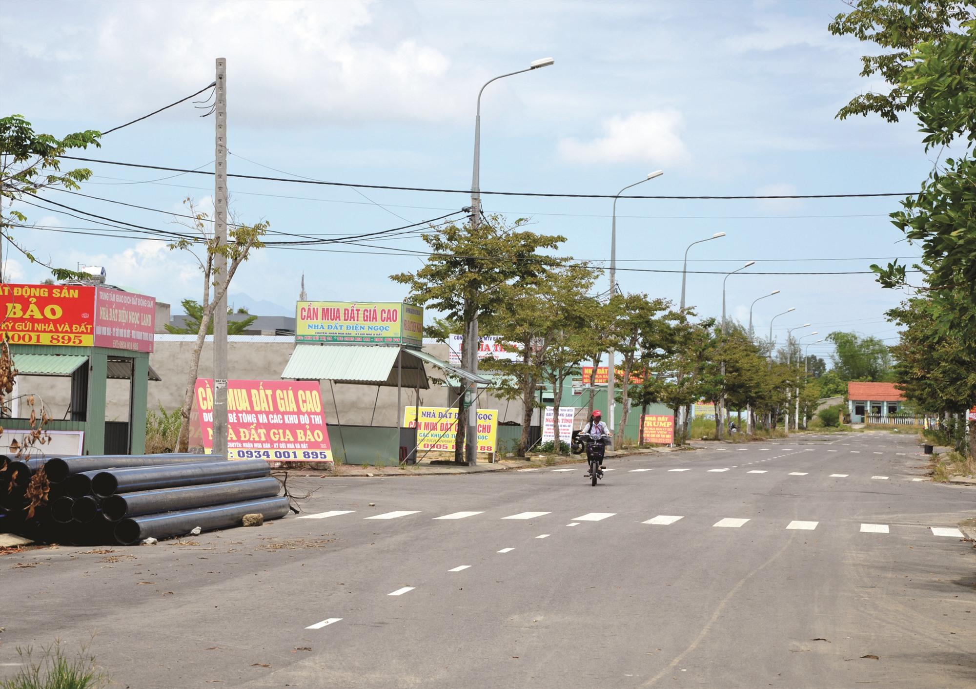 Việc phát triển ồ ạt các dự án đô thị tại Đô thị mới Điện Nam - Điện Ngọc trước đây để lại nhiều hệ lụy. Ảnh: H.P