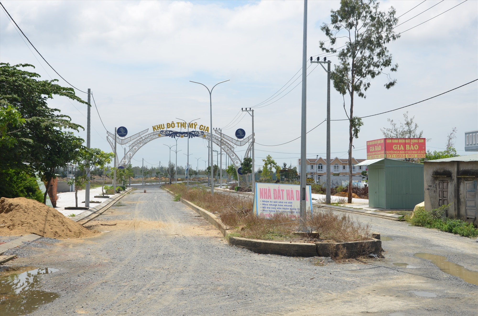 Nhiều dự án đô thị tại phường Điện Ngọc (Điện Bàn) chậm tiến độ. Ảnh: H.P