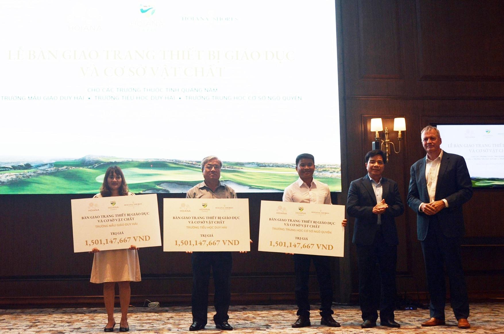 Hoiana trao tặng 4 tỷ đồng cho 3 trường trên địa bàn xã Duy Hải
