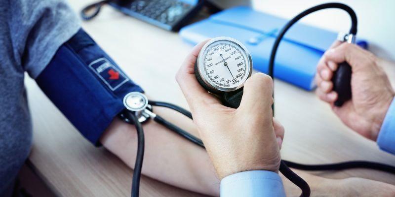 Kiểm soát tốt huyết áp là một biện pháp hữu hiệu giúp bảo vệ sức khỏe tim mạch và thể chất lâu dài.