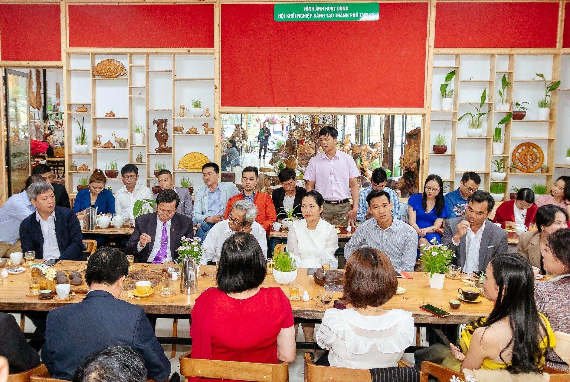 Quán cà phê KN của Công ty Hồng Phúc là nơi gặp gỡ của những người có ý tưởng KN. Ảnh: H.T