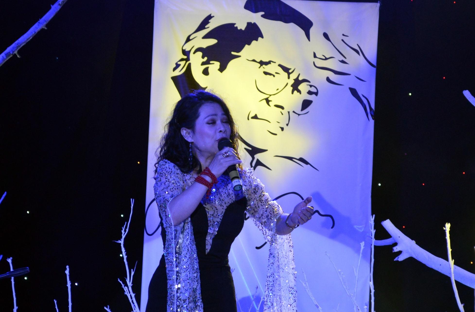 Ca sỹ Phi Thúy Hạnh phiêu cùng nhạc Trịnh