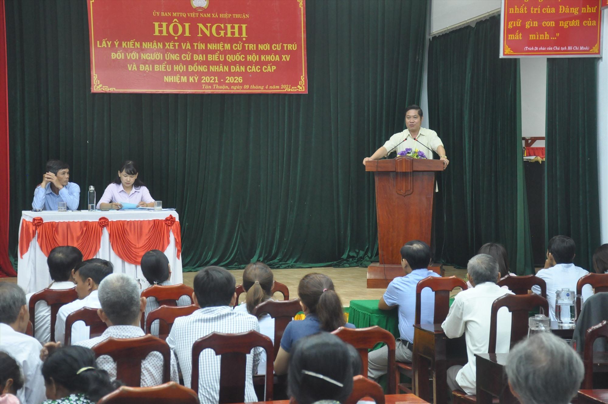 Ông Phan Thái Bình phát biểu cảm ơn sự tín nhiệm cao của bà con cử tri thôn Tân Thuận (xã Hiệp Thuận). Ảnh: N.Đ