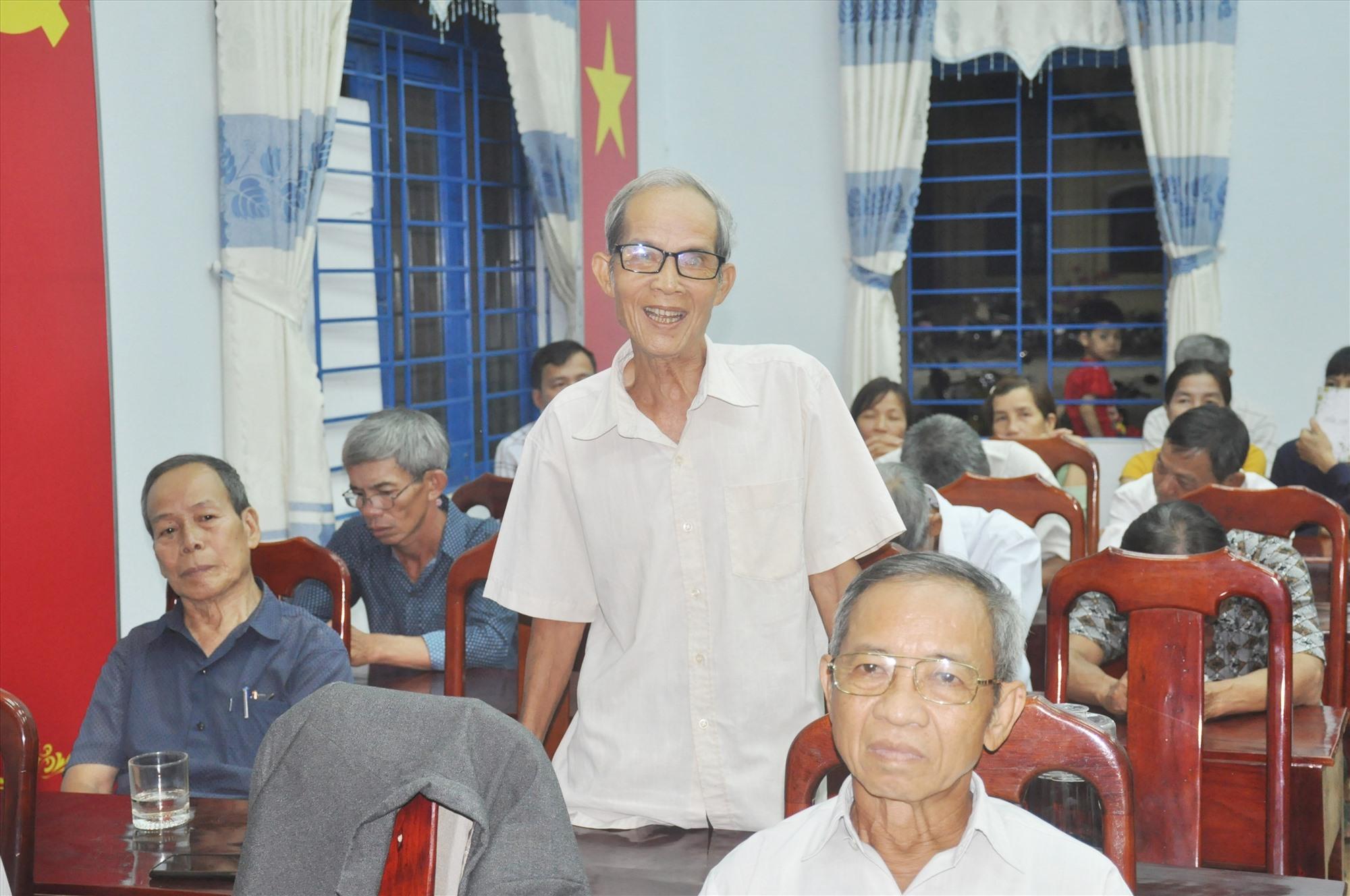 Củ tri thôn Tân Thuận (xã Hiệp Thuận, Hiệp Đức) bày tỏ sự tín nhiệm cao với 13 người ứng cử ĐBQH và HĐND các cấp nhiệm kỳ 2021 - 2026. Ảnh: N.Đ