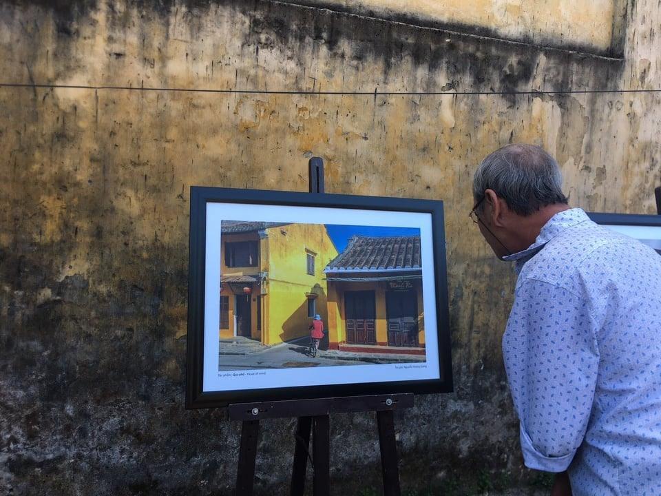 Một bức ảnh được trưng bày tại triển lãm. Ảnh: N.N