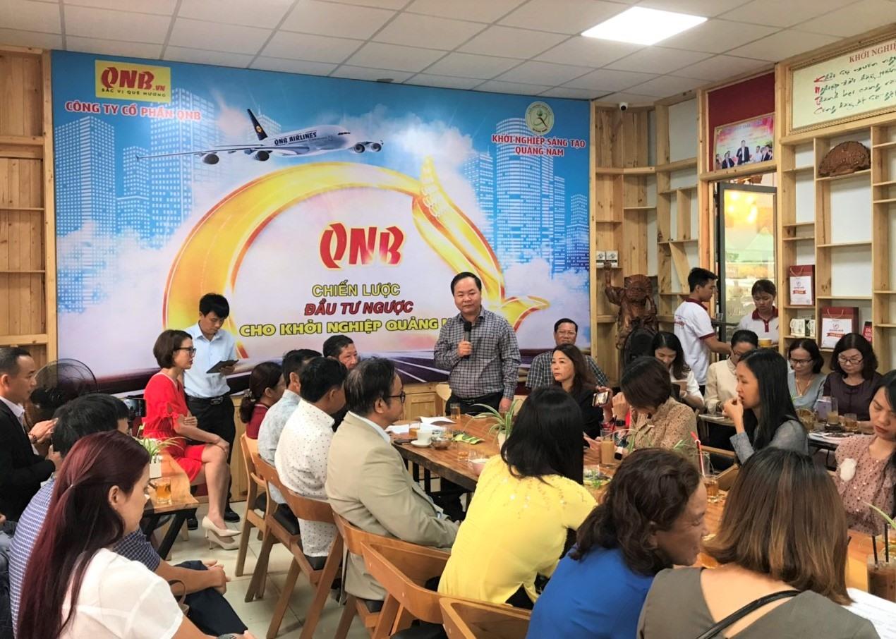 Phó Chủ tịch UBND tỉnh Nguyễn Hồng Quang phát biểu tại buổi gặp mặt. Ảnh: VINH ANH