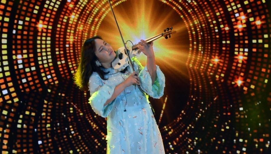 Nữ nghệ sỹ violin  JMI KO