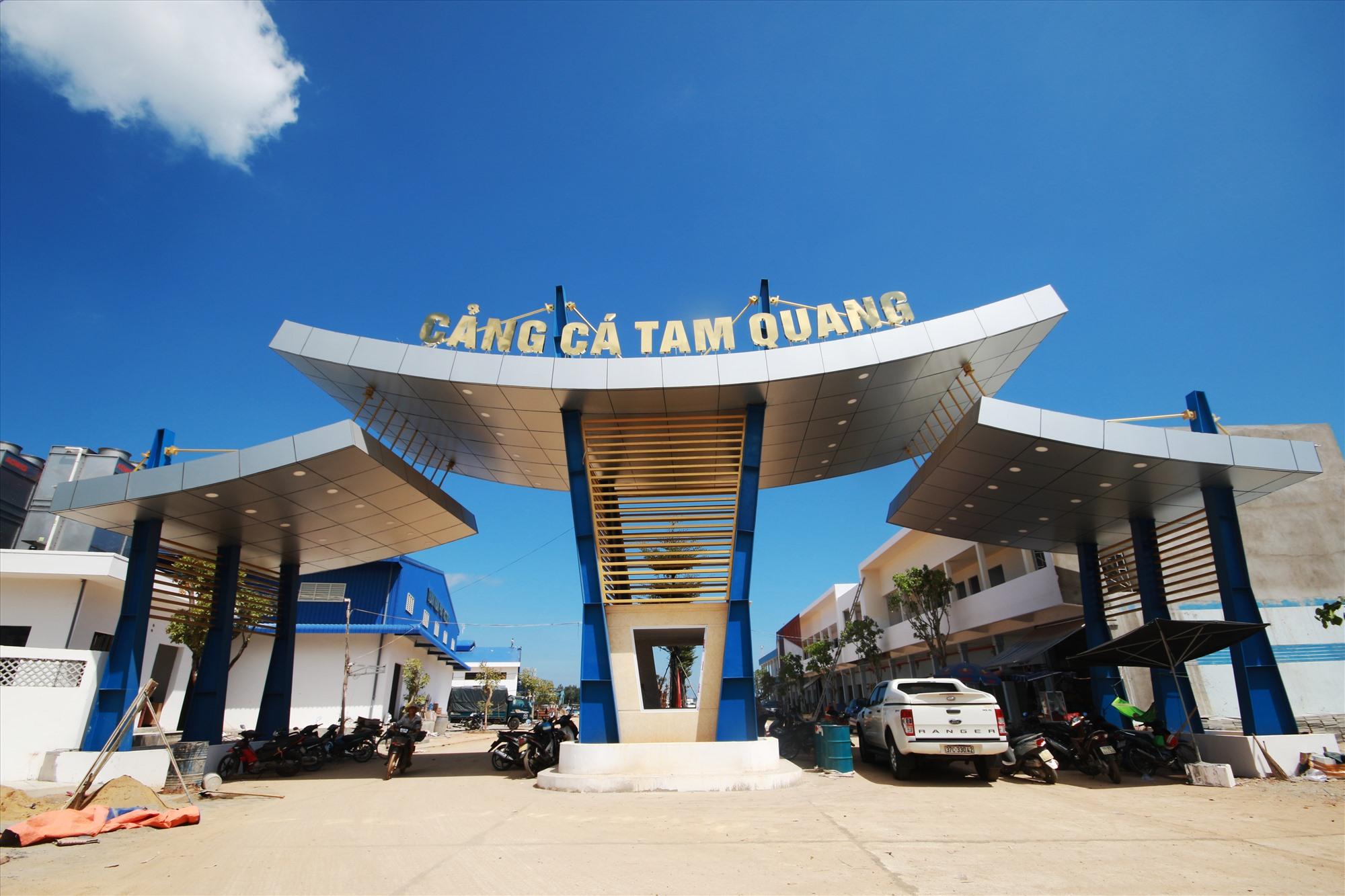 Cảng cá Tam Quang có vốn bồi thường, hỗ trợ giải phóng mặt bằng đầu tư xây dựng khoảng 5,4 tỷ đồng, song mới chỉ giải ngân hơn 2 tỷ đồng. Ảnh: T.C