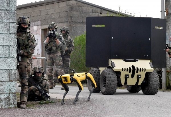 Quân đội Pháp là khách hàng mới nhất của Boston Dynamics mua Spot để sử dụng cho huấn luyện chiến đấu. Ảnh: Trường quân sự Saint-Cyr