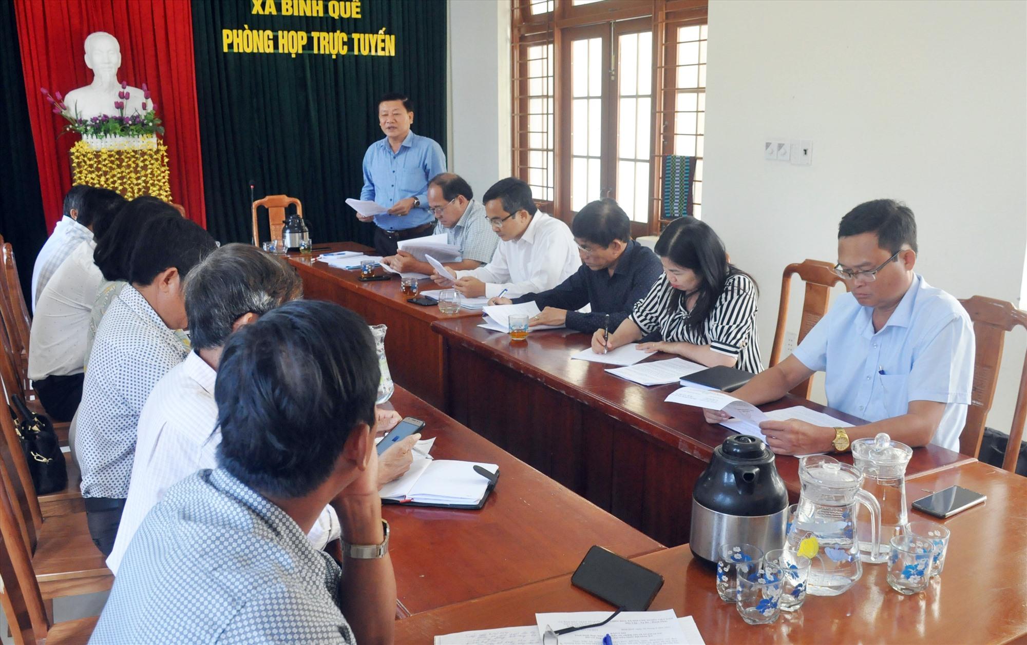Ban Thường trực Ủy ban MTTQ Việt Nam tỉnh giám sát công tác chuẩn bị bầu cử ĐBQH khóa XV và đại biểu HĐND các cấp nhiệm kỳ 2021 - 2026 tại UBBC xã Bình Quế (Thăng Bình). Ảnh: N.Đ