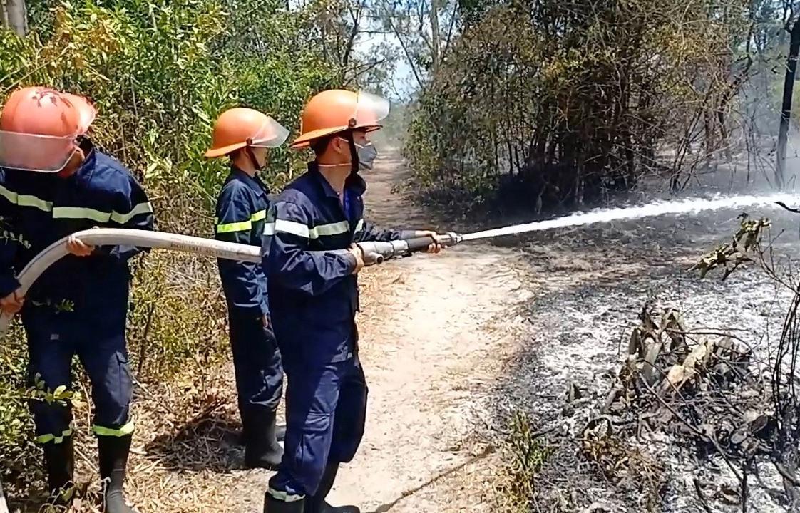 ực lượng PCCC tham gia chữa cháy rừng tại xã Bình Phục năm 2019. Ảnh: M.T