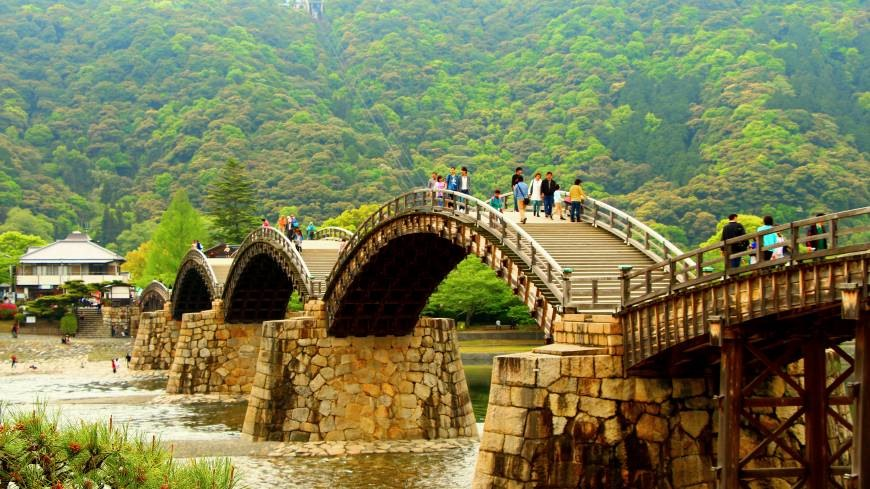 Kintai Bridge is made of wood. Visitors can contemplate the beautiful landscapes of Iwakuni, Japan from the bridge.