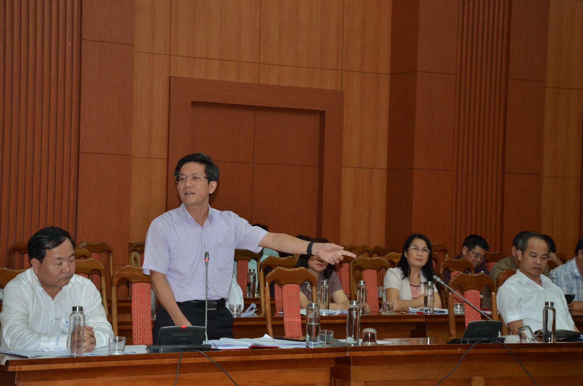 Bí thư Thành ủy Tam Kỳ Trần Nam Hưng phát biểu tại phiên thảo luận tổ chiều 14.4. Ảnh: H.P