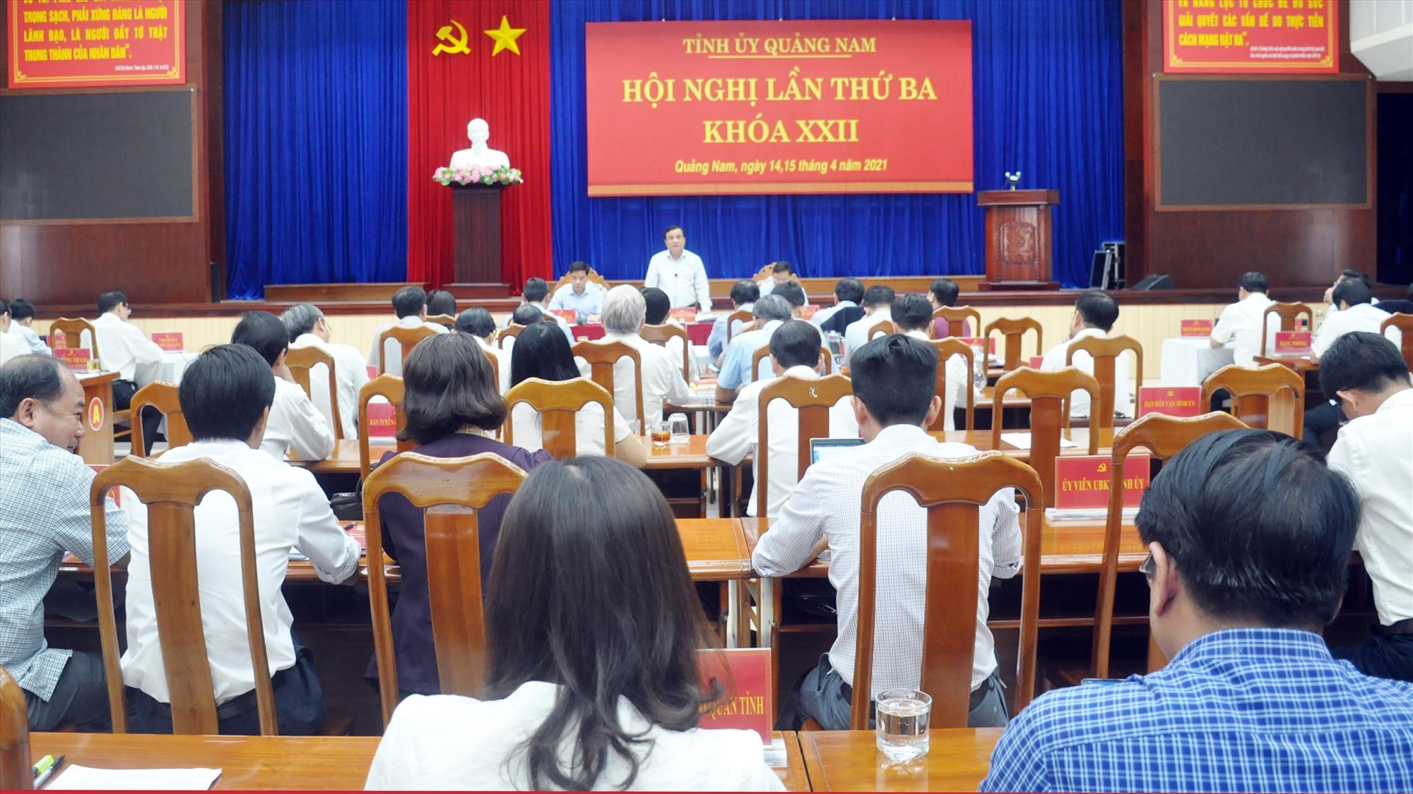Ủy viên Trung ương Đảng, Bí thư Tỉnh ủy Phan Việt Cường phát biểu điều hành hội nghị. Ảnh: N.Đ