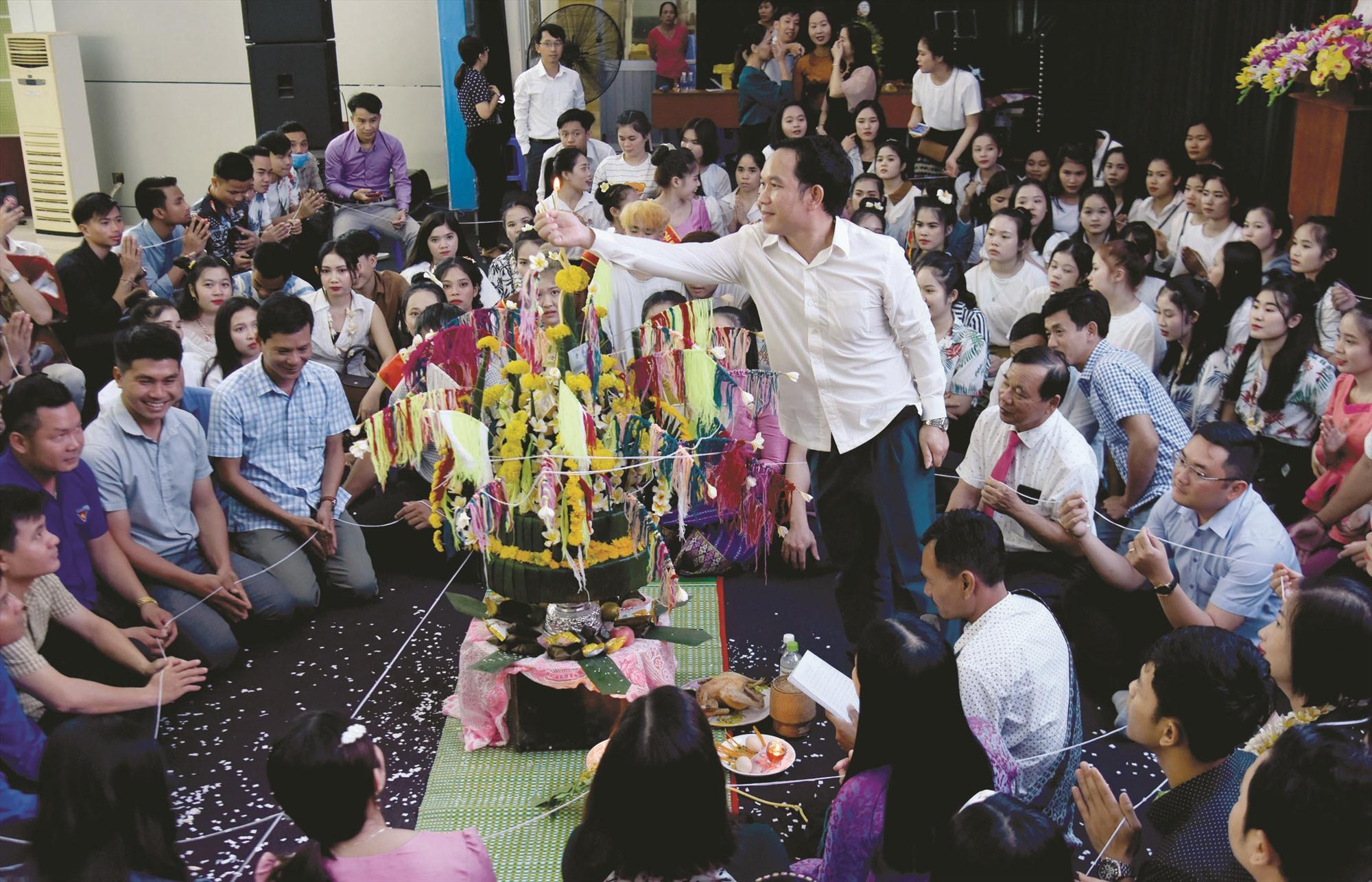 Tiến hành nghi lễ trong lễ hội Bunpimay.
